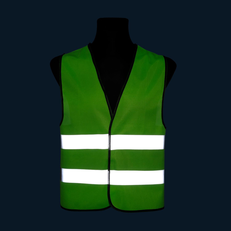 Kamizelka odblaskowa wizualizacyjna pod nadruk - zielona - zdjęcie w nocy