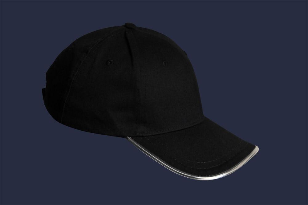 Czarna, bawełniana czapka z daszkiem LED - w nocy