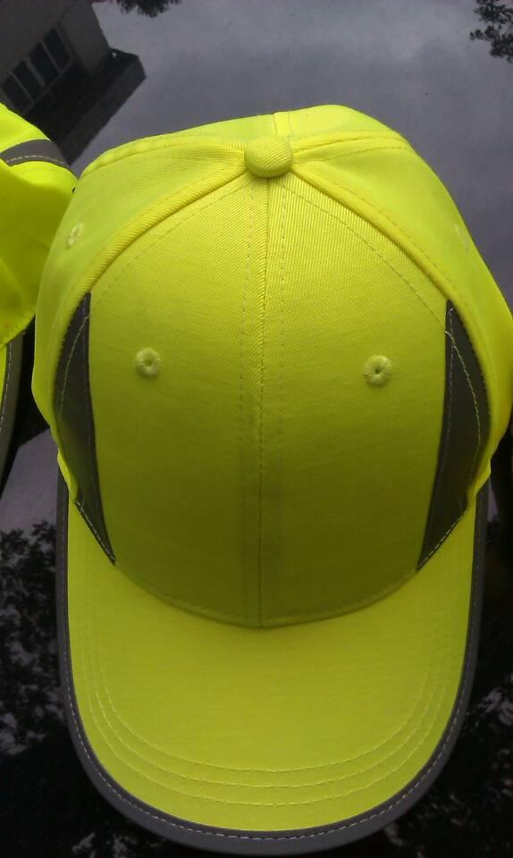 Żółta czapka odblaskowa MIKI dla dzieci