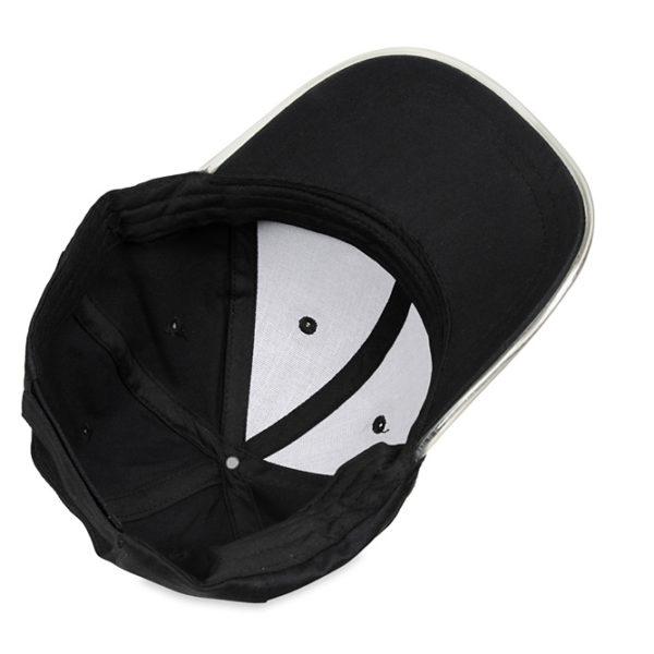 Czarna, bawełniana czapka z daszkiem LED - zdjęcie od spodu