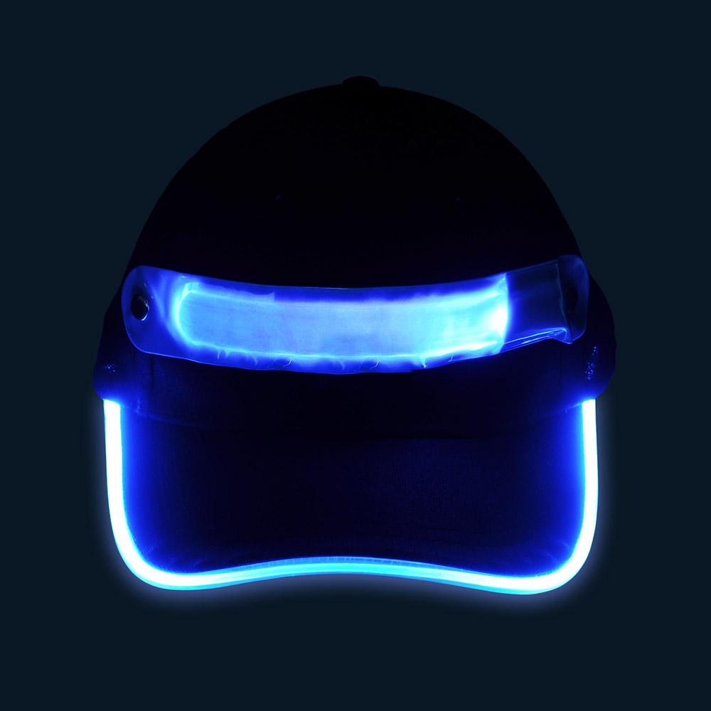 Czapka baseballówka z niebieskim LED wokół daszka - w nocy - przód