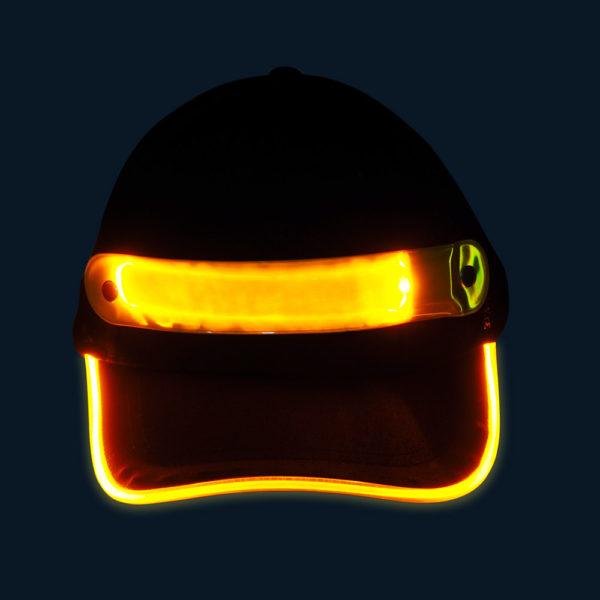 Czapka baseballówka z żółtym LED wokół daszka - w nocy - przód