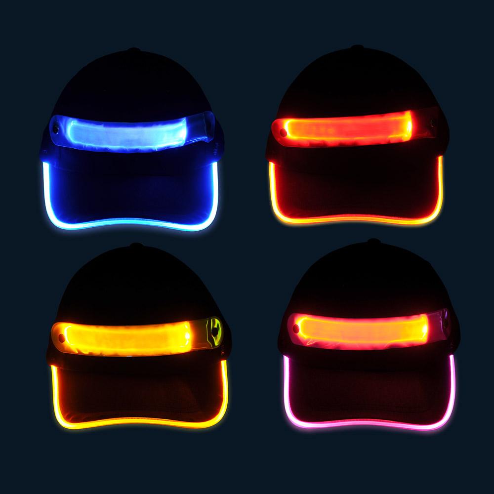 Czapki baseballówki z LED wokół daszka - w nocy - różne kolory