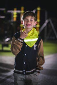 Żółta chusta odblaskowa - zdjęcie sesja